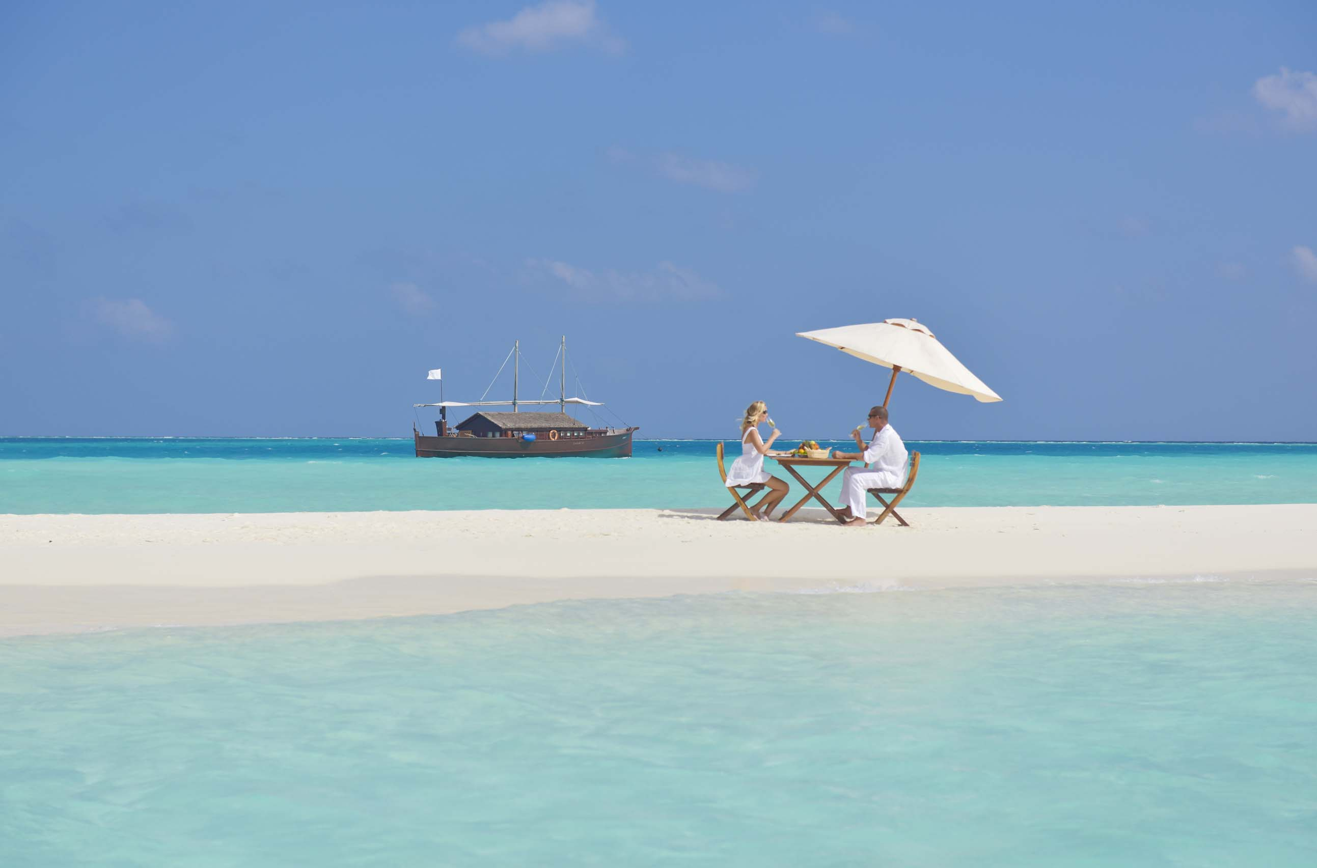 Romantic Beach Lunch in the Safari Island, Resort & Spa